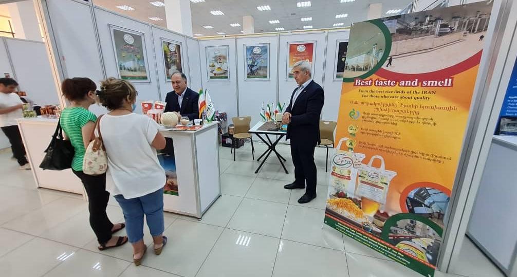 بازدید شهروندان ارمنستان از غرفه ICR